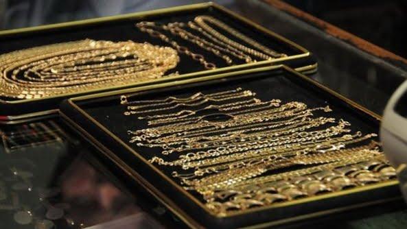 furt bijuterii