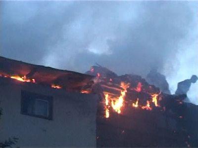 incendiu casa vacanta