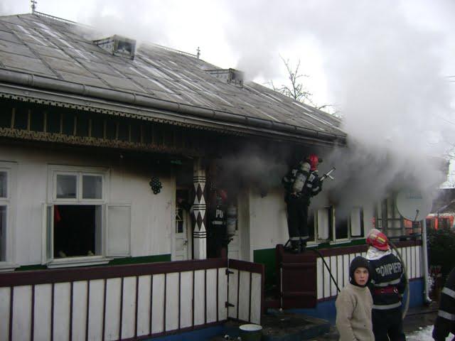 incendiu casa interior