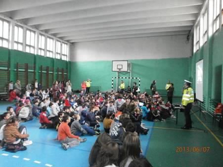 politisti campanie scoala 2