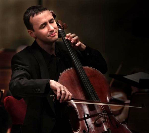 Violoncelistul Razvan Suma