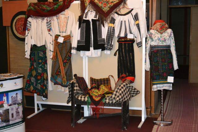 expozitie costume populare radauti (2)