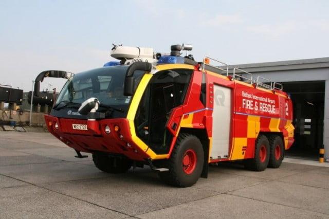 masina pompieri aeroport