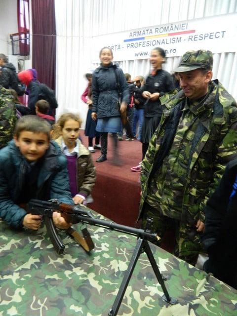 ziua armatei la liceul cajvana (7)