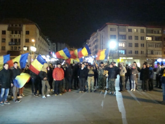 Sucevenii au iesit in strada pentru a sarbatori victoria lui Iohannis (8)