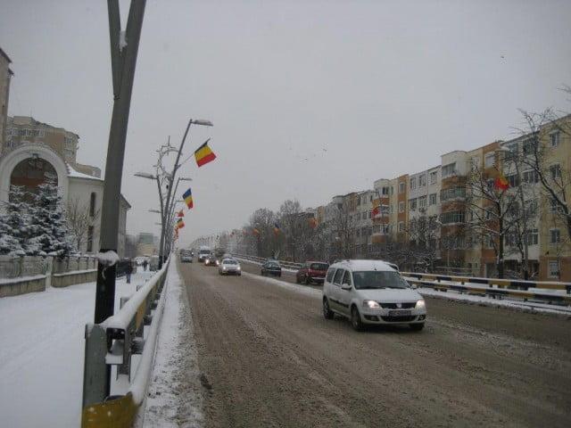 drapele strada iarna bacaui