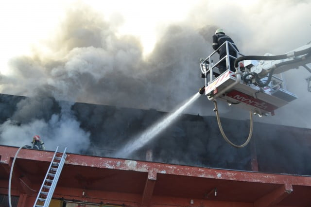 incendiu pompieri acoperis rozita autoscara ISU (14)