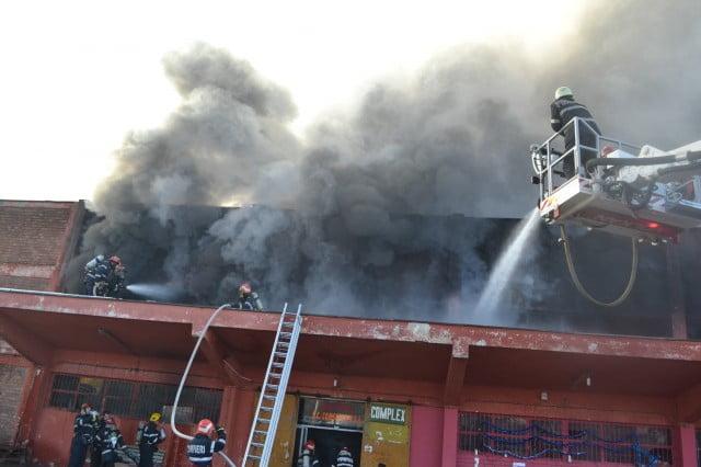 incendiu pompieri acoperis rozita autoscara ISU