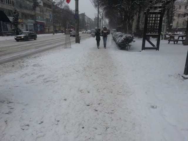 trotuar iarna, zapada