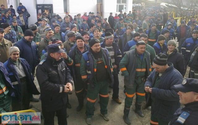 proteste_crucea_2 compania nationala a uraniului