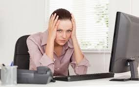 femeie stresata, job birou