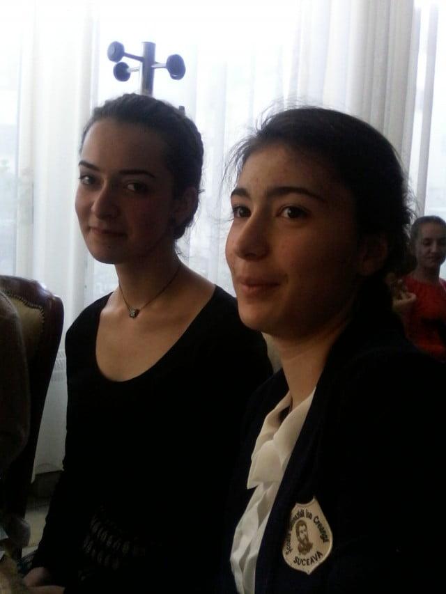 Petrovici Daniela Premiul I-  stanga Popescu Irina  Mentiune- dreapta