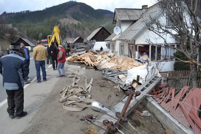 accident camion prisaca dornei pompieri isu macara (1)