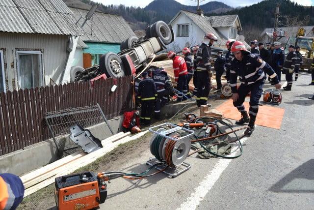accident camion prisaca dornei pompieri isu macara (2)