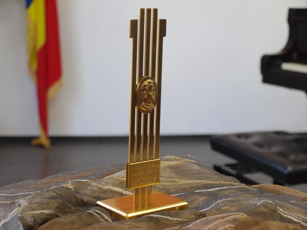 Lira de aur (3)