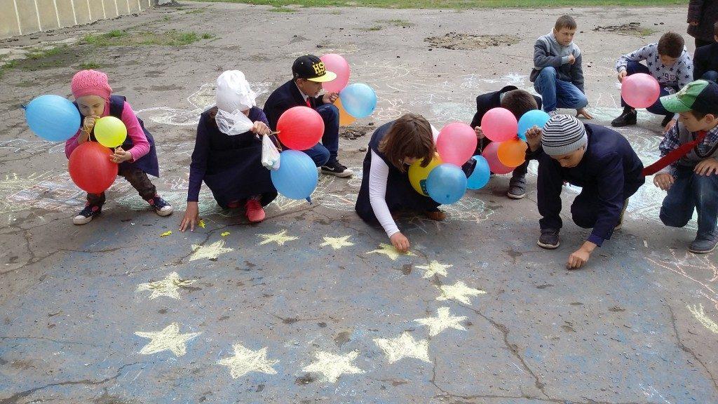 """elevi Campania """"Europa, casa noastră"""" todiresti (3)"""