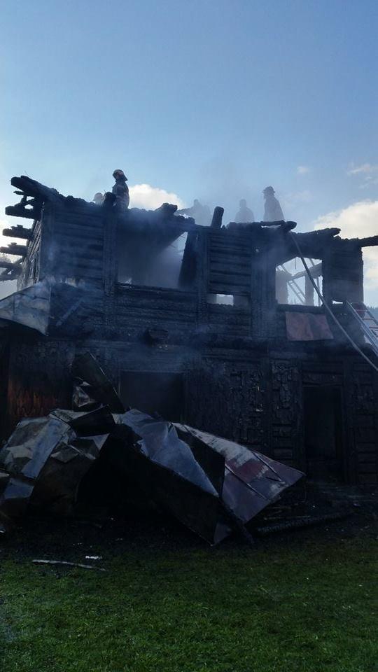 incendiu cabana iacobeni (2)