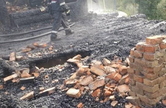 incendiu cabana iacobeni (3)