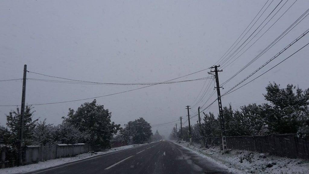 stalp electricitate, drum, ninsoare, zapada, iarna (2)