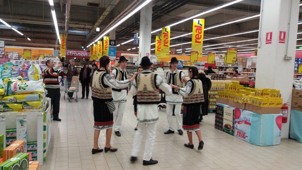 hypermarket real dansatori populara (2)