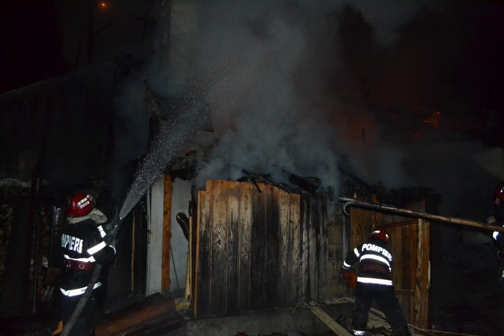 pensiune incendiu pompieri noaptea (5)
