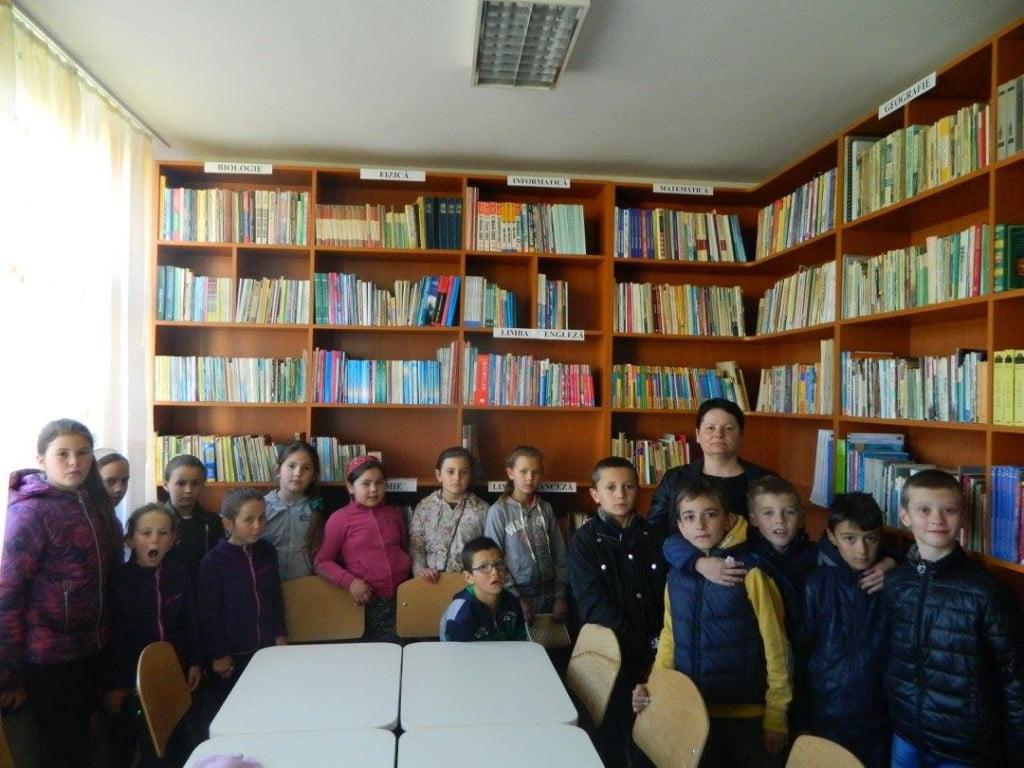 5. Ne place cartea, iubim biblioteca ! - activitate desfășurată la Biblioteca Liceului Tehnologic Cajvana