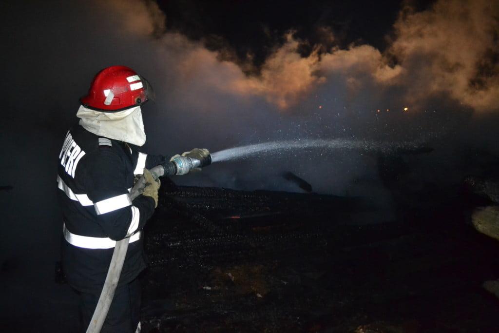 pompieri, incendiu Straja (3)