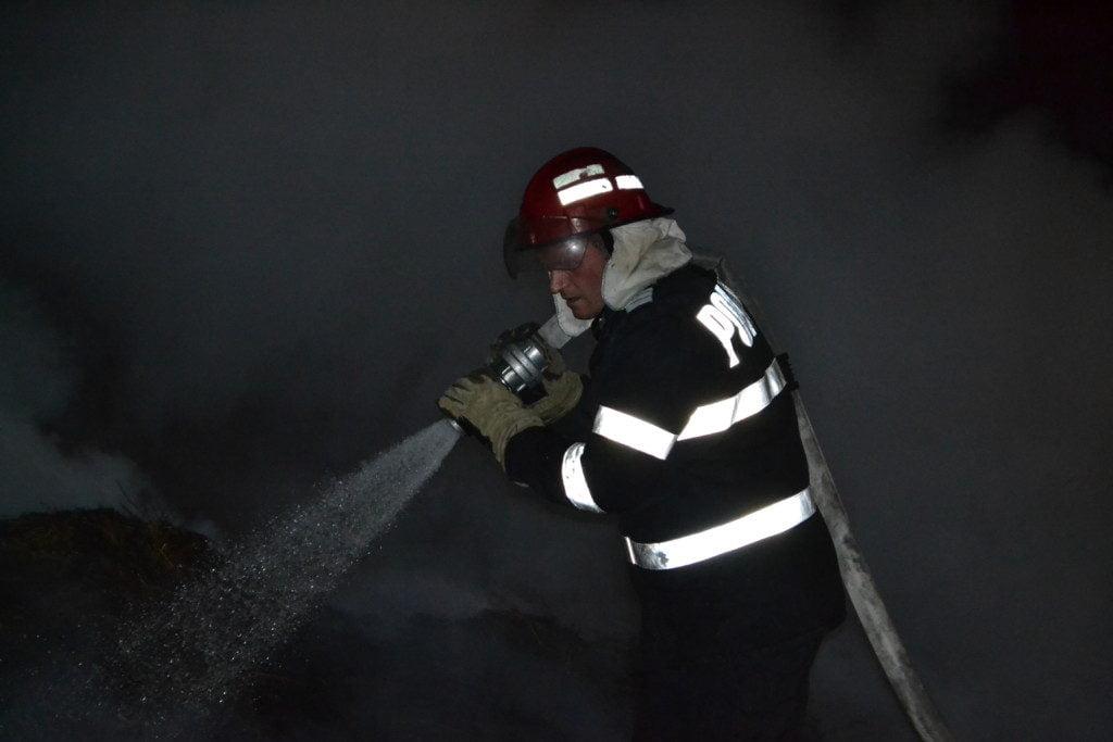 pompieri, incendiu Straja (5)