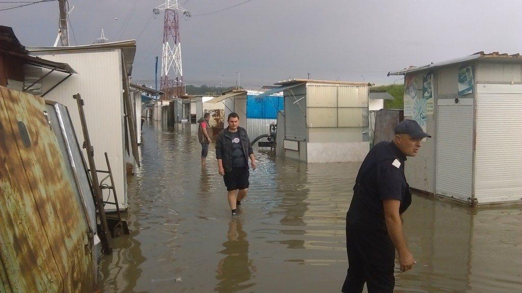 bazar inundat (1)