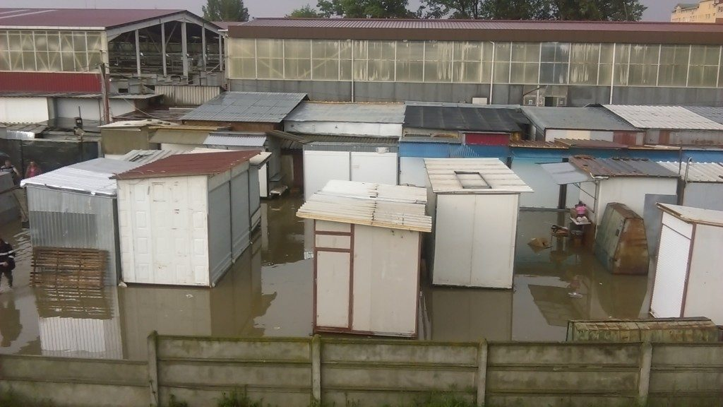 bazar inundat