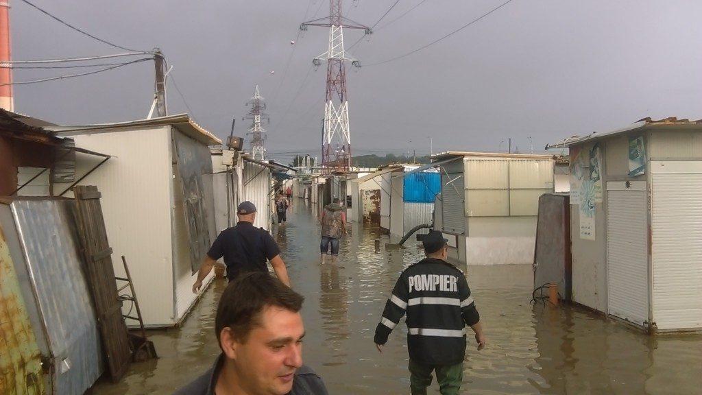 bazar inundat (2)