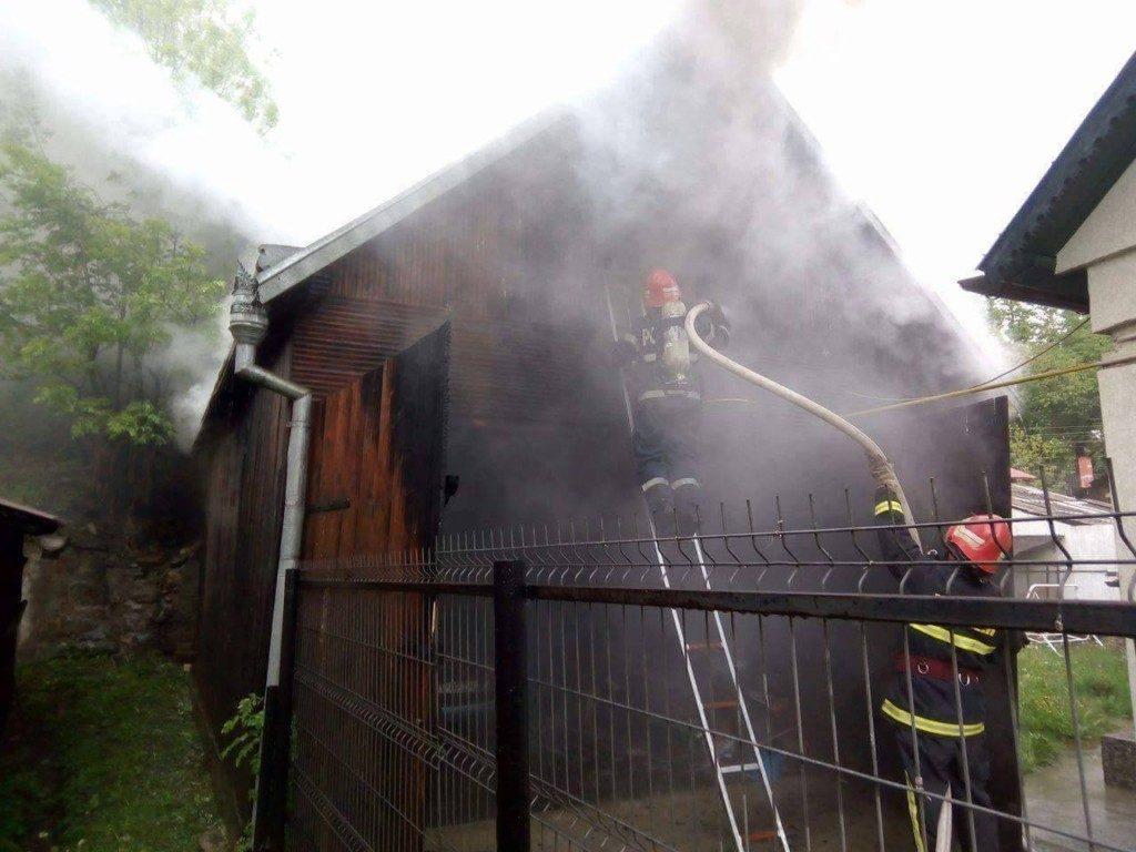 incendiu garaj isu pompier (4)