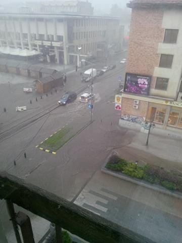 ploaie, inundatii centrul Sucevei (2)