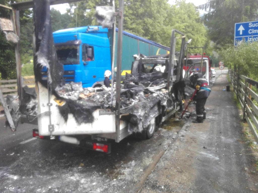autoutilitara remorca incendiu isu masina dn 17 (1)