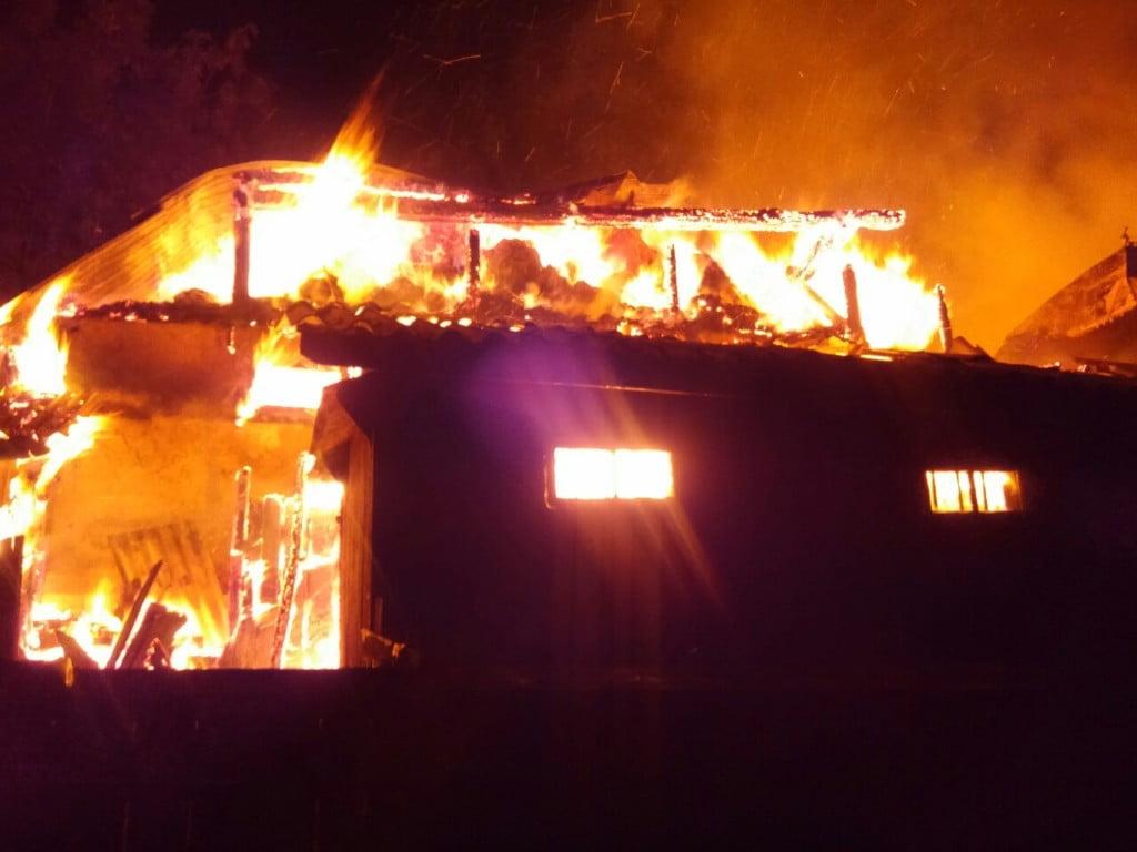 incendiu Dragoiesti noaptea, pompieri (40)