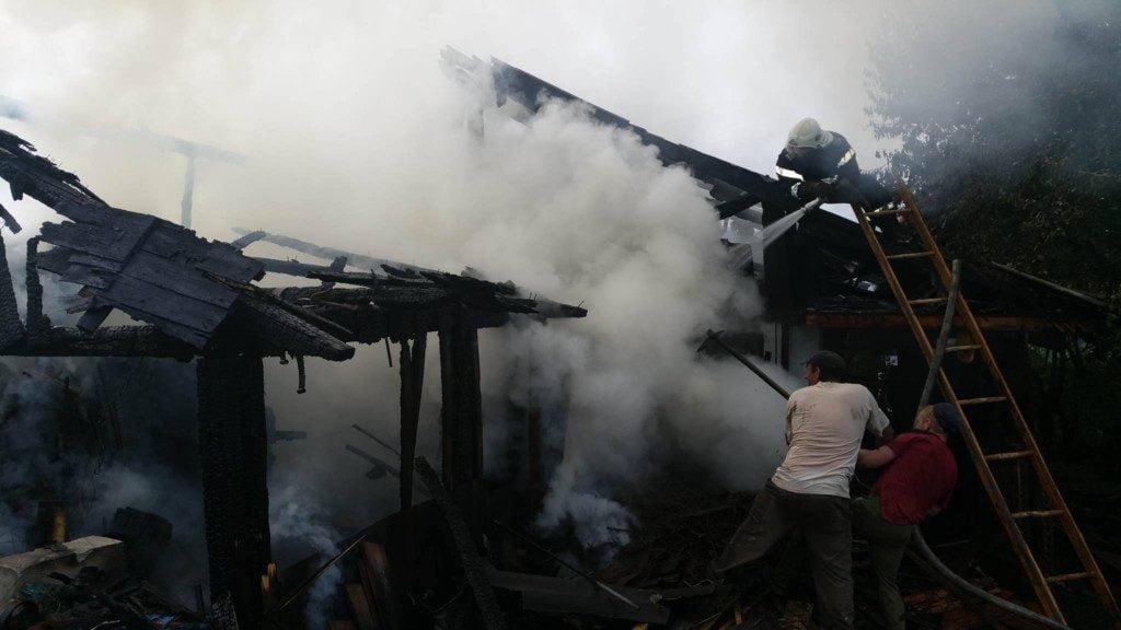 incendiu casa pompieri isu (13)