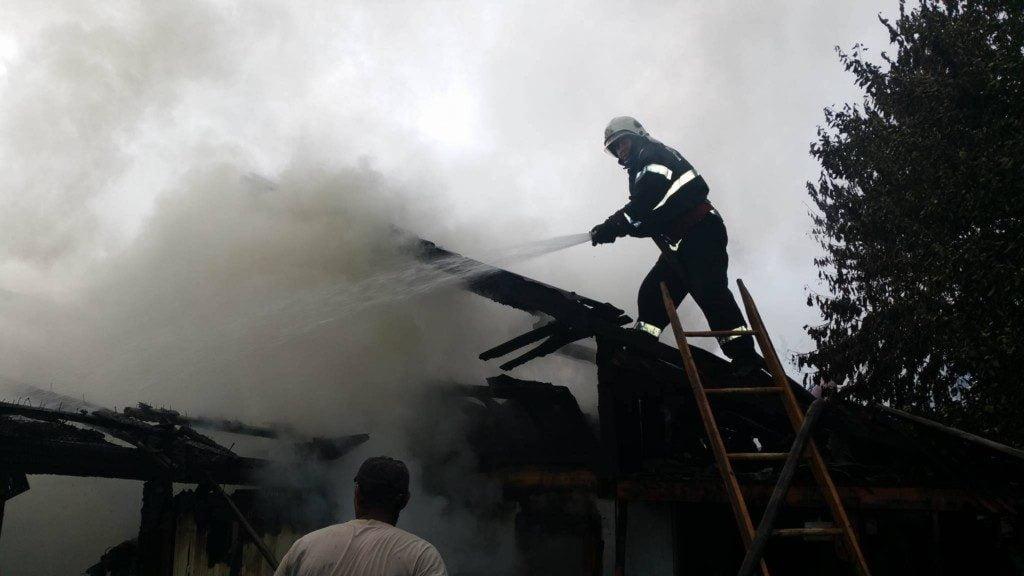 incendiu casa pompieri isu (14)