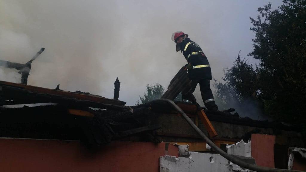 incendiu casa pompieri isu (3)