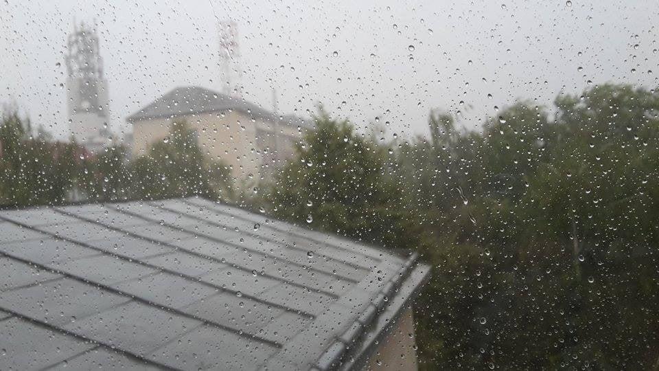 ploaie, geam, furtuna (1)