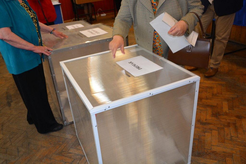 vot, alegeri, alegatori, urne, buletine de vot, sectie votare