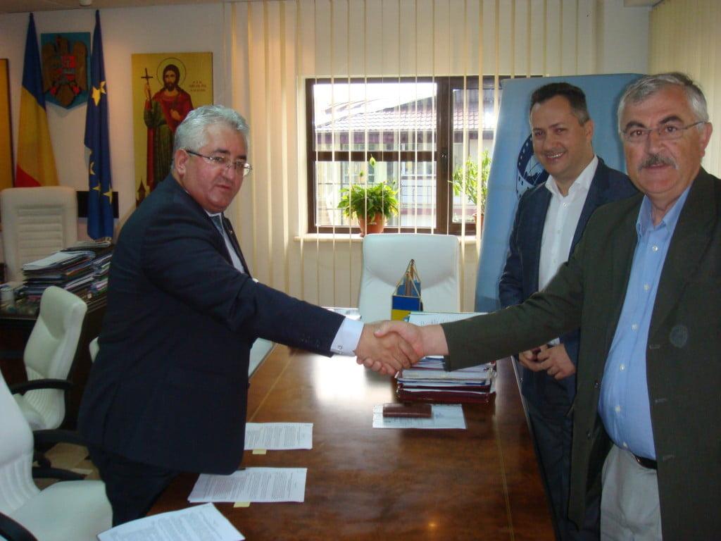 Lungu, semnare contract modernizare iluminat public (4)
