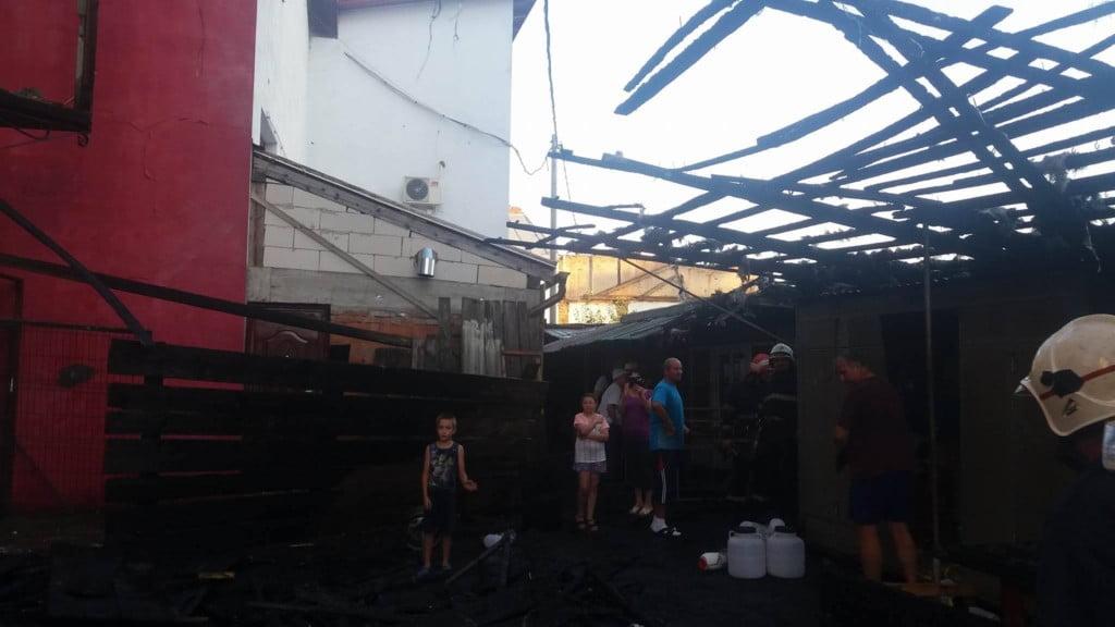 incendiu bazar Radauti (1)
