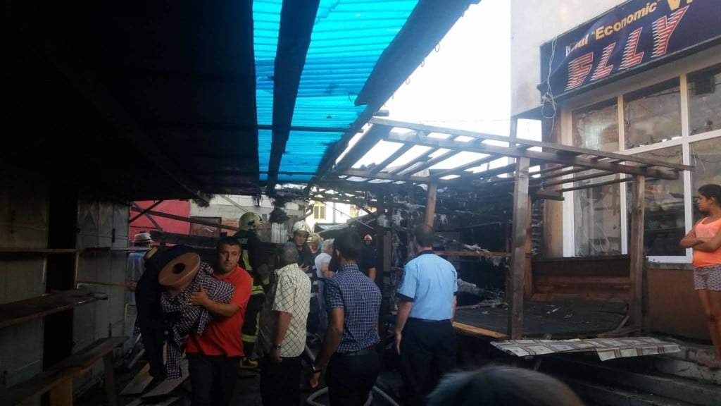 incendiu bazar Radauti (2)