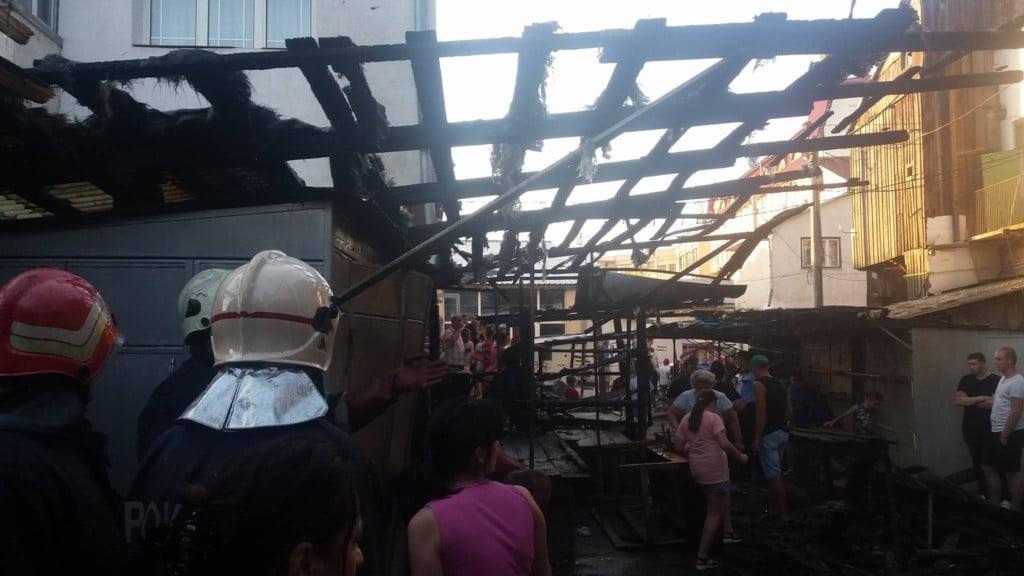 incendiu bazar Radauti (3)